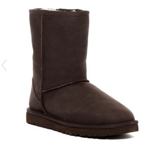 New UGG Classic Short Leather Boots